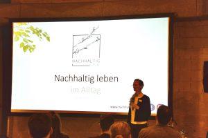 Ankathrin Förster hält einen Vortrag zum Thema Nachhaltigkeit