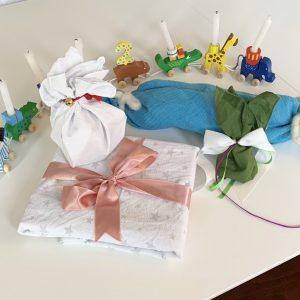 Müllfrei Verpacken mit Tüchern und Bändern