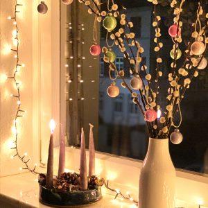 Weihnachte-Deko mit Weidenkätzchen