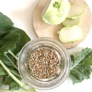 Zutaten für Pesto aus Kohlrabiblättern