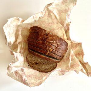Brot in Wachspapier 2